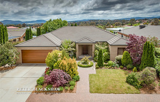 6 Freestone Crescent